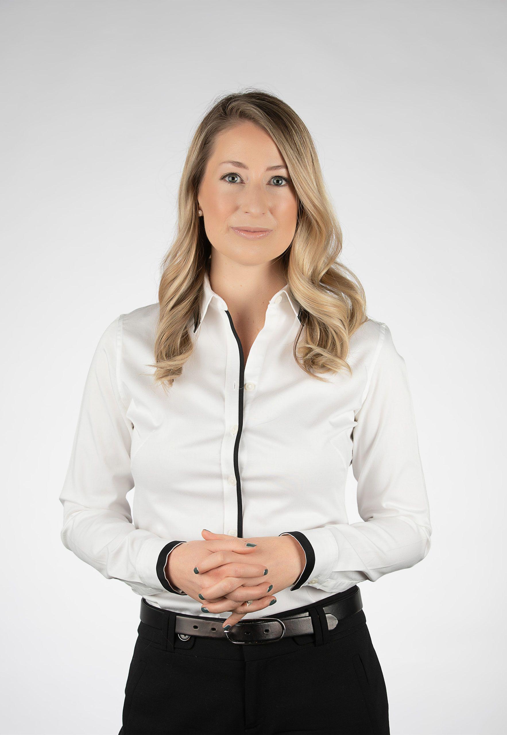Dr. Jessica Schneider